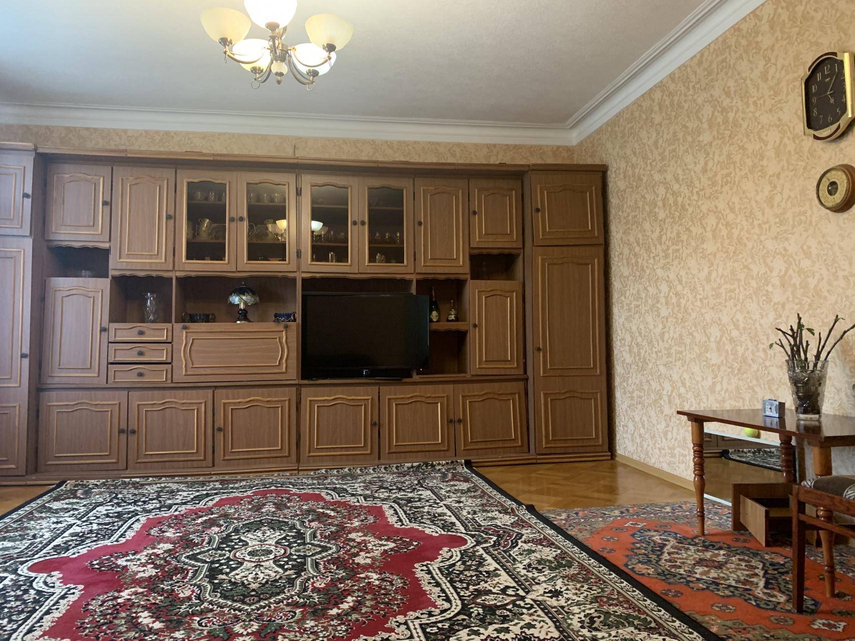 Квартира 3 комнатная в г. Майкоп район ЦКЗ